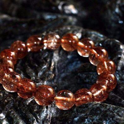 vòng đá phong thủy phù hợp người mệnh hỏa